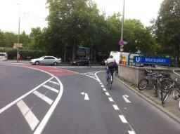 Liikenneympyrän pyöräily-ystävällistäminen: Moritzplatz